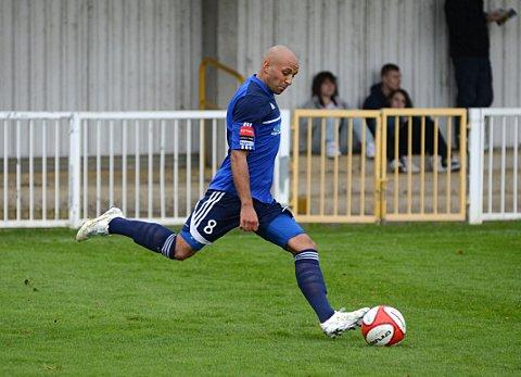 Top draw Met Police midfielder Tyron Smith lets fly against Est Thurrock United but it was striker Jonte Smith who got his side in the hunt