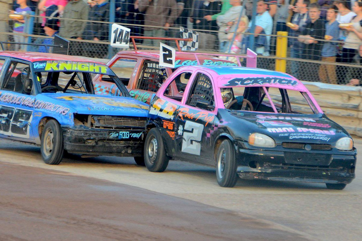 Stock car racing at Wimbledon stadium