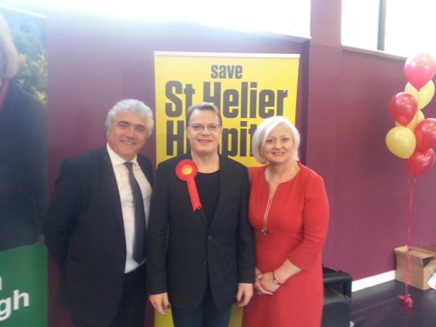 Eddie Izzard with Council leader Stephen Alambritis and MP Siobhain McDonagh