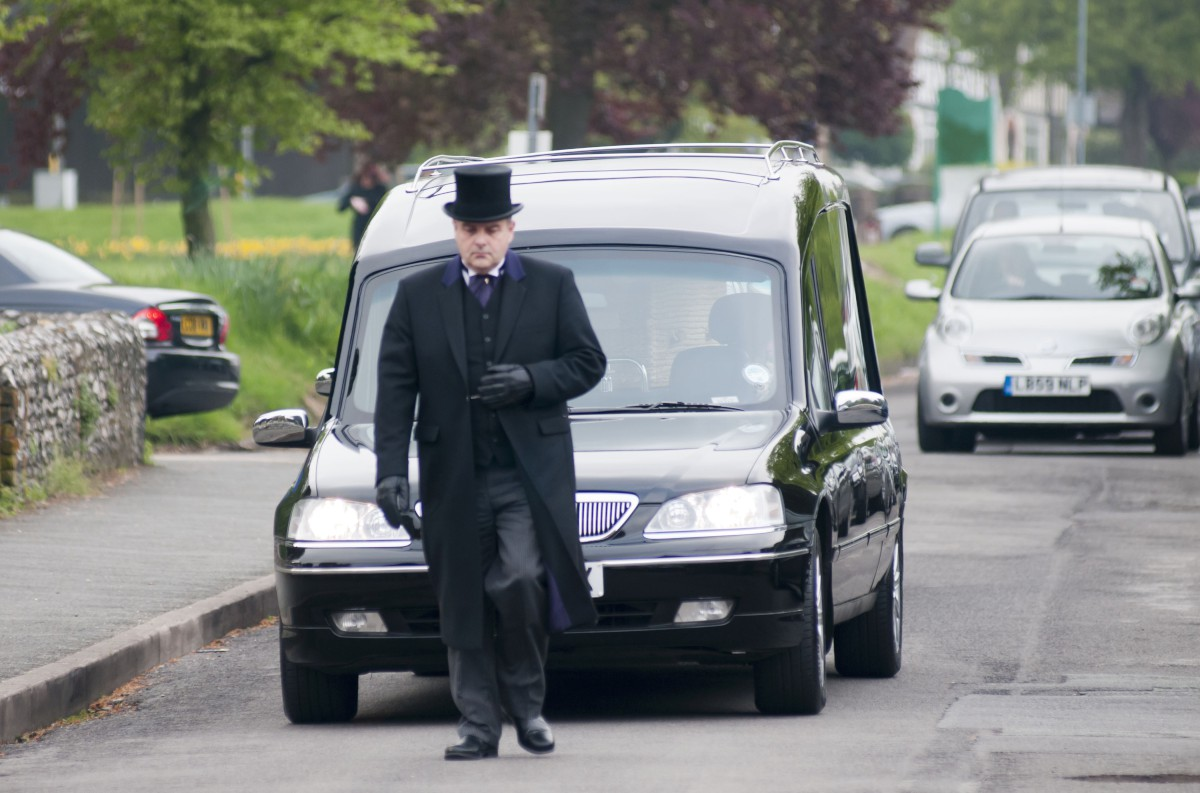 Hundreds gather for teenager Claudia Landa's funeral