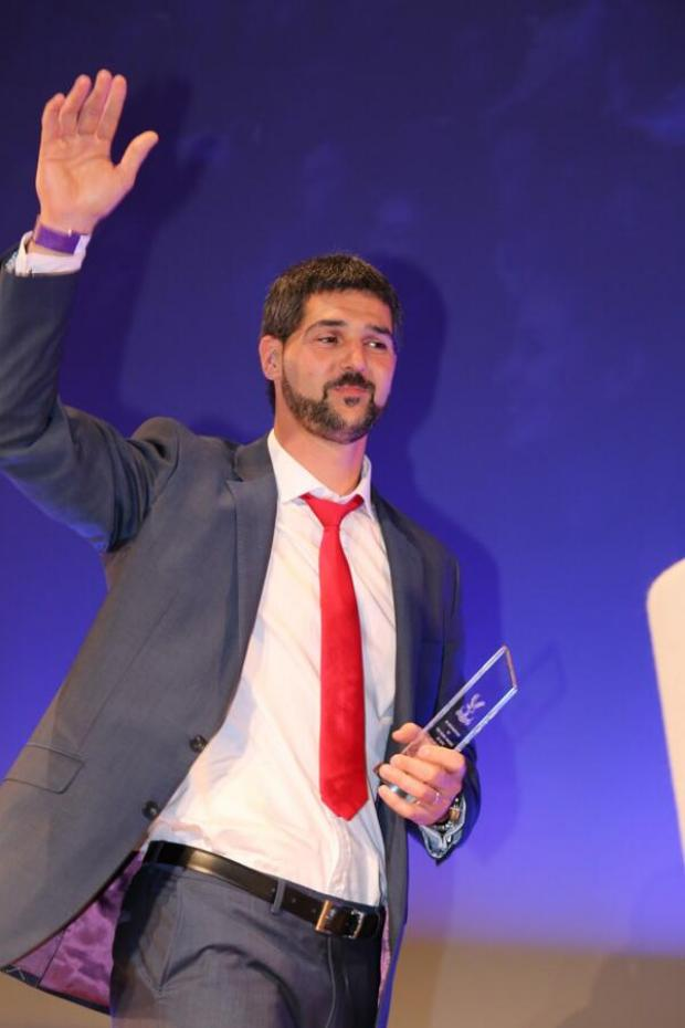 Wimbledon Guardian: Julian Speroni collects his 10 years service award