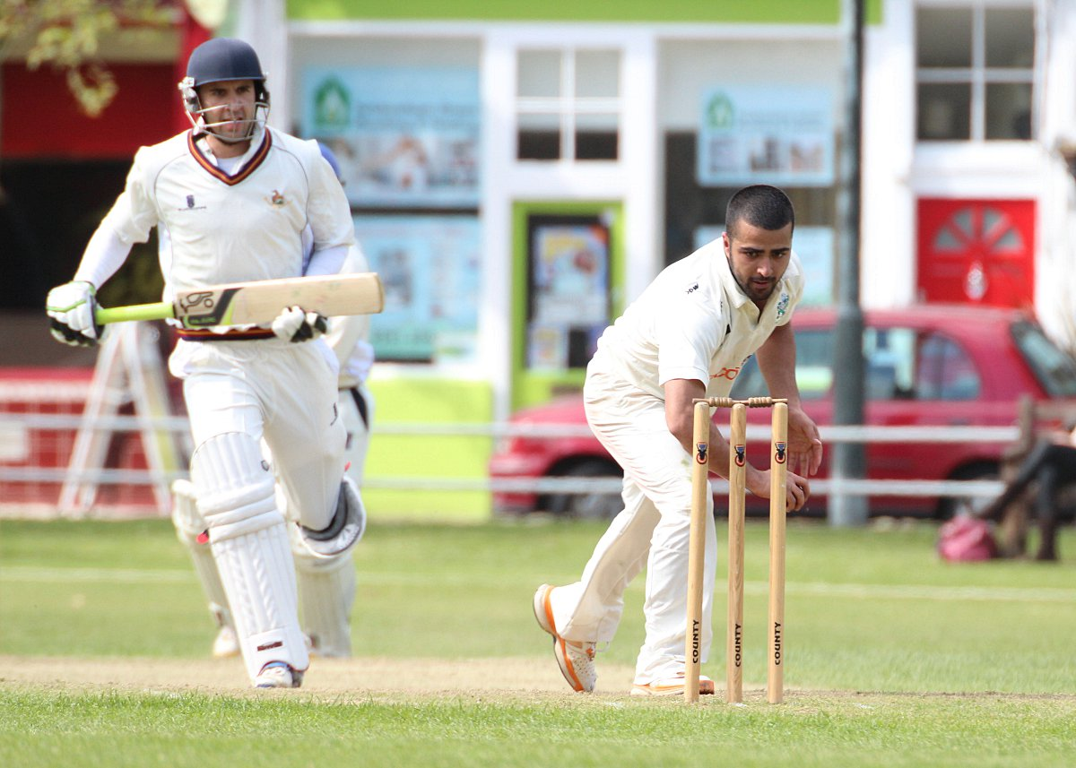 Mullahzadah and Keightley have their wicket way for Twickenham and Teddington