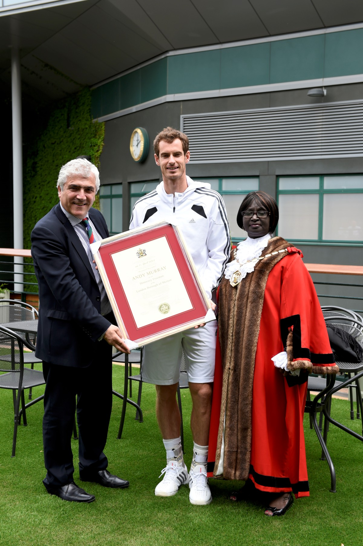 Andy Murray with Stephen Alambritis and the mayor. Photo: All England Lawn Tennis and Croquet Club.