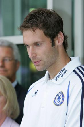 Coming back? Will Jose Mourinho bring Petr Cech back for the Everton v Chelsea clash in the Premier League this weekend