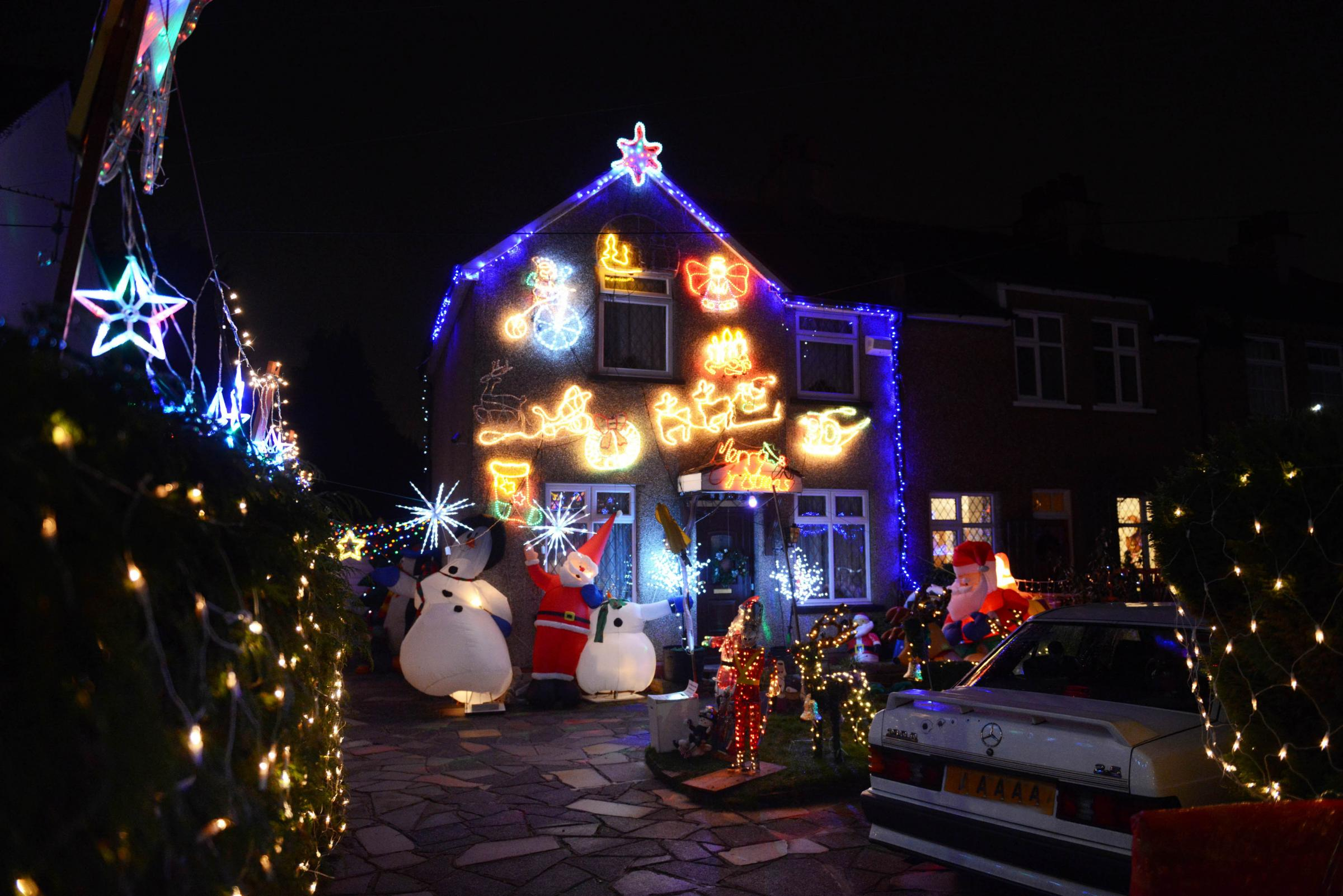 This Road In Morden Has Won Christmas With Its Amazing Lights And  Decorations
