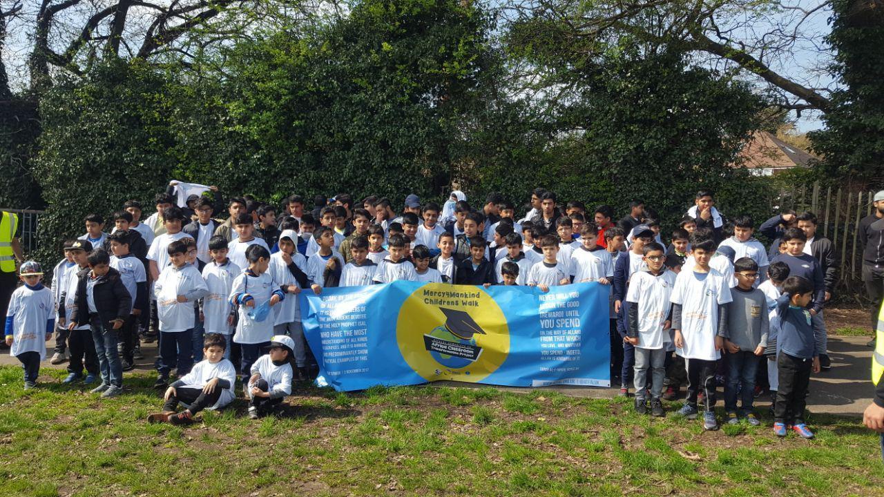Children from Ahmadiyya Muslim association walk for charity