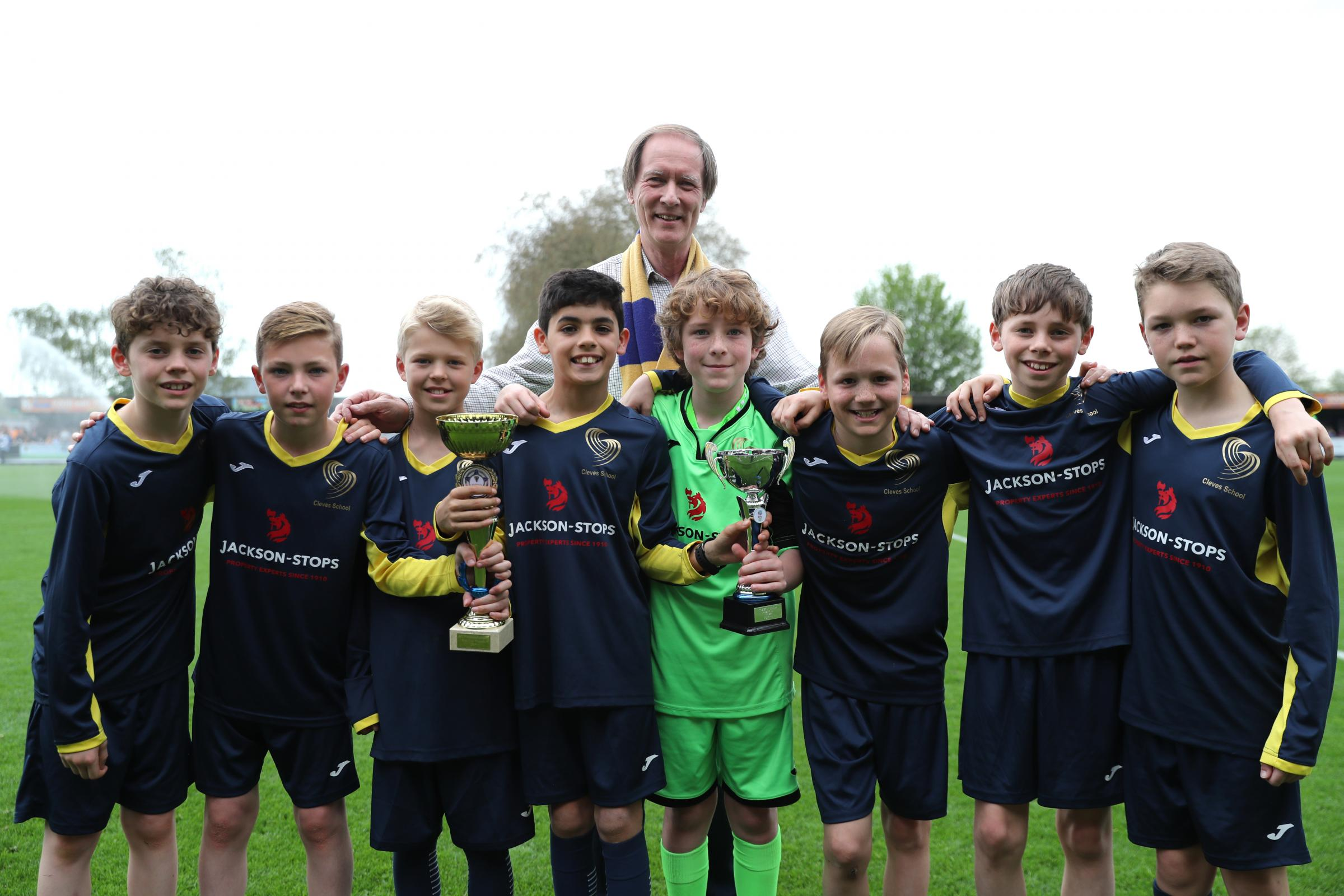 Cleves school with AFC Wimbledon Chief Executive Erik Samuelson. Picture by Matthew Redman.